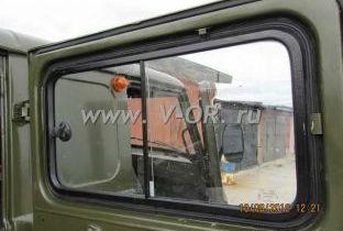 Раздвижное окно двери салона УАЗ 452.jpg